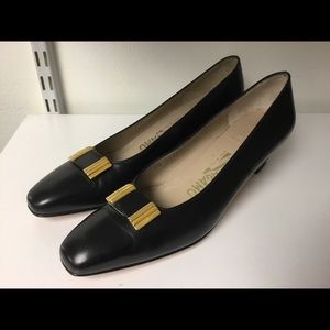 Salvatore Ferragamo Black leather pumps size 7.5